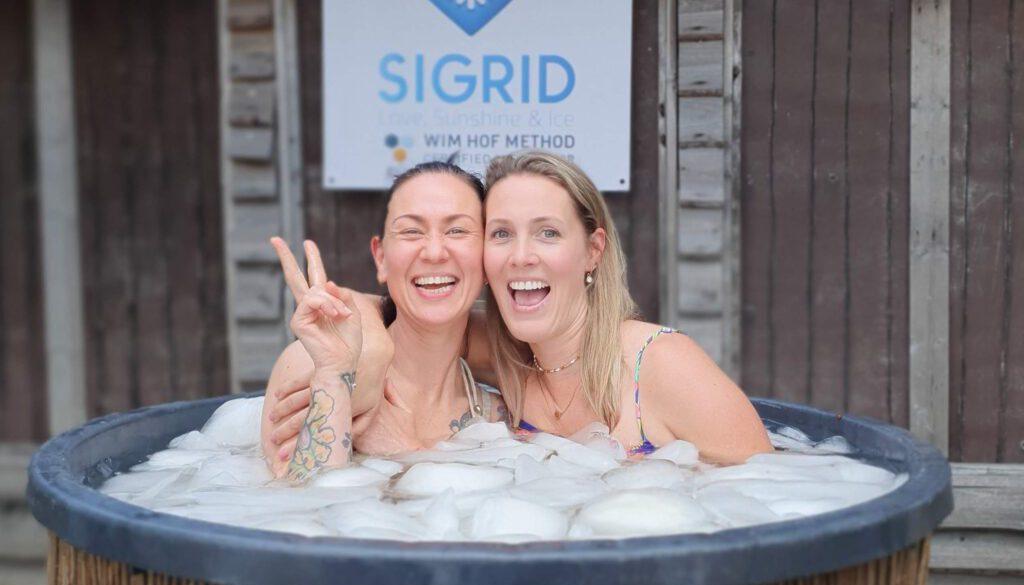 Charlotte en Natasja in ijsbad   Sigrid de Groot   Brabant