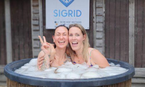 Charlotte en Natasja in ijsbad | Sigrid de Groot | Brabant