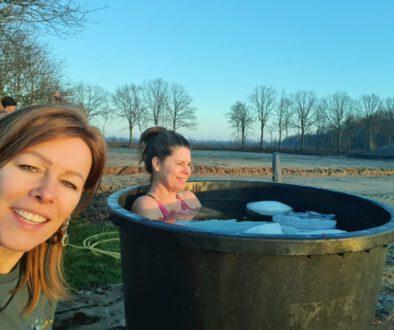 Sigrid de Groot en Rike | IJsbaden in de winter